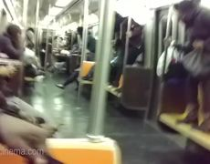 #VIRAL: Reacción de los usuarios del metro de NY ante una rata