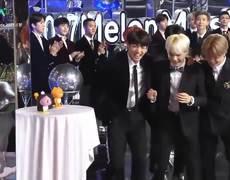 BTS SUGA & SURAN Win Hot Trend Award @ Melon Music Awards 2017