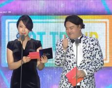 BTS's SUGA & SURAN win hot trend award at MMA 2017 (MelOn Music Awards)