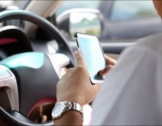 En Reino Unido proponen bloquear teléfonos a conductores