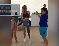 She is the Brazilian model without a leg that conquers the Internet.