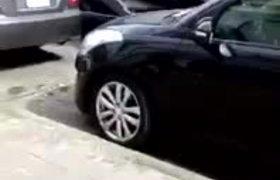 #VIDEO: Madrina destroza varios vehículos en Morelia.