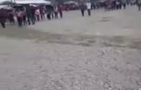 PRIistas intimidan a reportero por exhibir acarreados pobres
