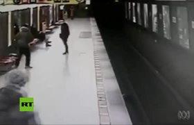 Salvan a un niño que cayó a las vías justo antes de que llegara el convoy