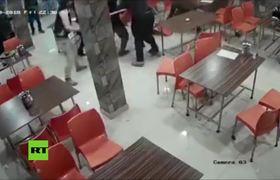 Matan a sillazos a un joven en una feroz pelea en un restaurante