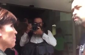 Jorge Álvarez Máynez intercepta a Rosario Robles en su llegada a la PGR