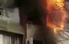 Mujer cae de quinto piso de un hotel tratando de escapar de incendio