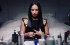 Demi Lovato, Pop Star Removes Her Makeup | Vogue