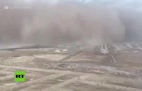 Aterrizaje en mitad de una tormenta de arena