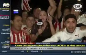 Aficionados de Chivas acosan a reportera en plena transmisión