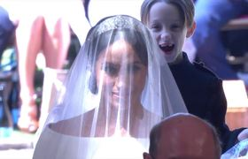 Page Boy makes hilarious face behind Meghan Markl