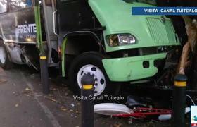 Camión de transporte público choca contra estación de Ecobici en Gabriel Mancera