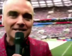Robbie Williams MIDDLE FINGERS Camera 2018 World Cup Russia