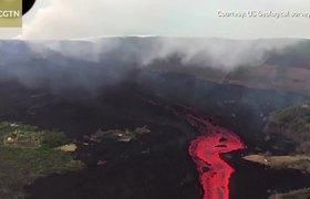 Kilauea lava flows into sea