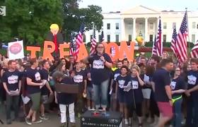 Rosie O'Donnell leads protest in Washington