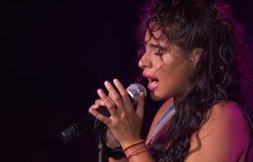 Jessie Reyez Performs 'Apple Juice' (Live Performance)