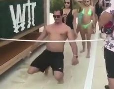 #VIRAL: WOMAN BREAKS HER BATHING SUIT DANCING LIMBO EXTREME