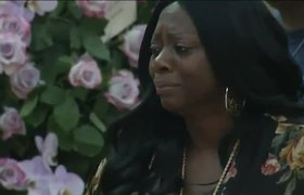 Mourners pay final respects to Aretha Franklin