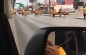 Conductor intenta atropellar a aficionados de Tigres