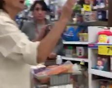 #VIRAL: Hispanic women were approached and verbally assaulted by a racist white lady for speaking Spanish in store