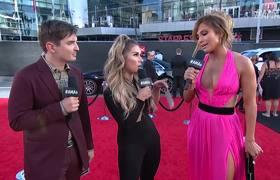 Jennifer Lopez Red Carpet Interview - #AMAs 2018