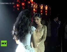Ganadora de un concurso de belleza en Birmania se desmaya al anunciarse su nombre