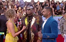 Zion y Lennox bailan al ritmo de 'Dame tu cosita' | Latin AMAs 2018