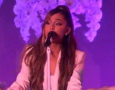 Ariana Grande - thank u, next (Live on Ellen)