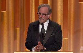 Steven Spielberg honors Frank Marshall and Kathleen Kennedy at the #2018GovernorsAwards