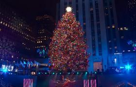 Rockefeller Centre #Christmas Tree lights up New York
