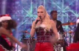 Gwen Stefani - Cheer For The Elves (Live On Ellen/2018)
