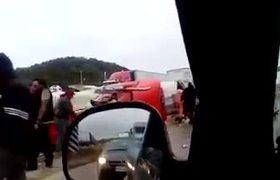 #VIDEO: Pobladores rapiñan cerveza de trailer volcado