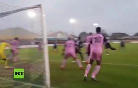 La ocasión de gol más surrealista de la historia: ¿¡Cómo pudo no entrar!?