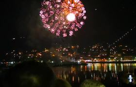 Impresionantes fuegos artificiales en COmo, Italia - Parte 1