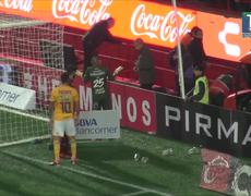Aficionado de Xolos cae de la tribuna en pleno partido