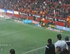 Aficionado de #Xolos cae desde las gradas del Estadio Caliente