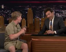 The Tonight Show: Bebe camello de Robert Irwin beso a Jimmy en los labios