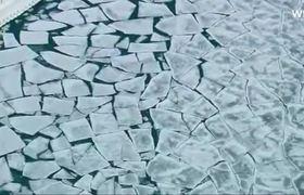 Amanecen congeladas las calles en Chicago