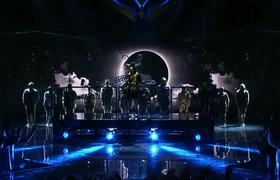 THE MASKED SINGER - The Bee Performs