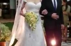 When the bridal bouquet is very heavy