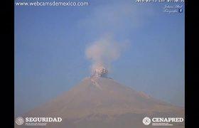 Popocatépetl registra otra explosión con columna de ceniza