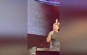 Golpea Luis Miguel a su ingeniero de audio en pleno concierto