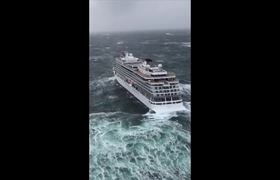 #VIDEO: Aerial of Viking Sky helicopter rescue
