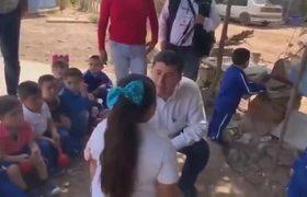 #VIRAL: Candidato de MORENA en campaña dice obesa a niña de 5 años
