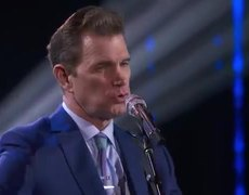 American Idol 2019: Evelyn Cormier & Chris Isaak Perform