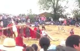 #VIRAL: CAE CRUZ CON TODO Y ACTOR EN VIACRUCIS DE EDOMEX