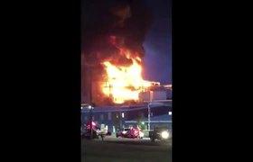 People flee airborne acid as zinc plant burns