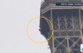 Evacuan la Torre Eiffel por hombre escalandola