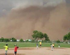 #OMG: Rare 'haboob' dust storm interrupts children's baseball game in Texas
