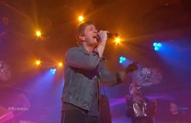 Rob Thomas performs Can't Help Me Now